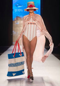 Eco-Mochilas Hit the Runway!